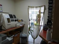 atelier pour le montage des verres correcteurs et reparations des lunettes